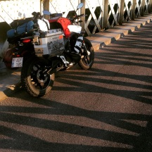sur un pont loin d'Avignon